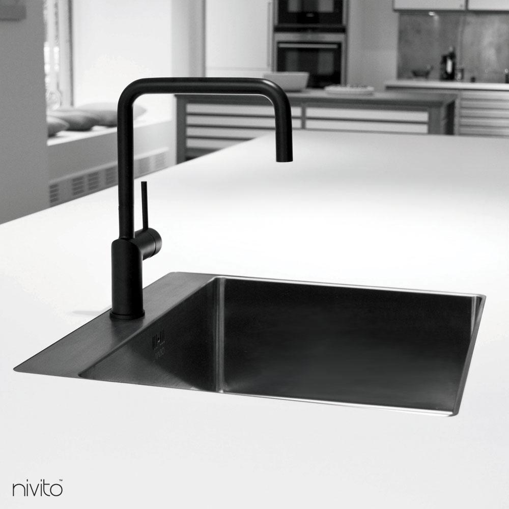 Schwarzer wasserhahn
